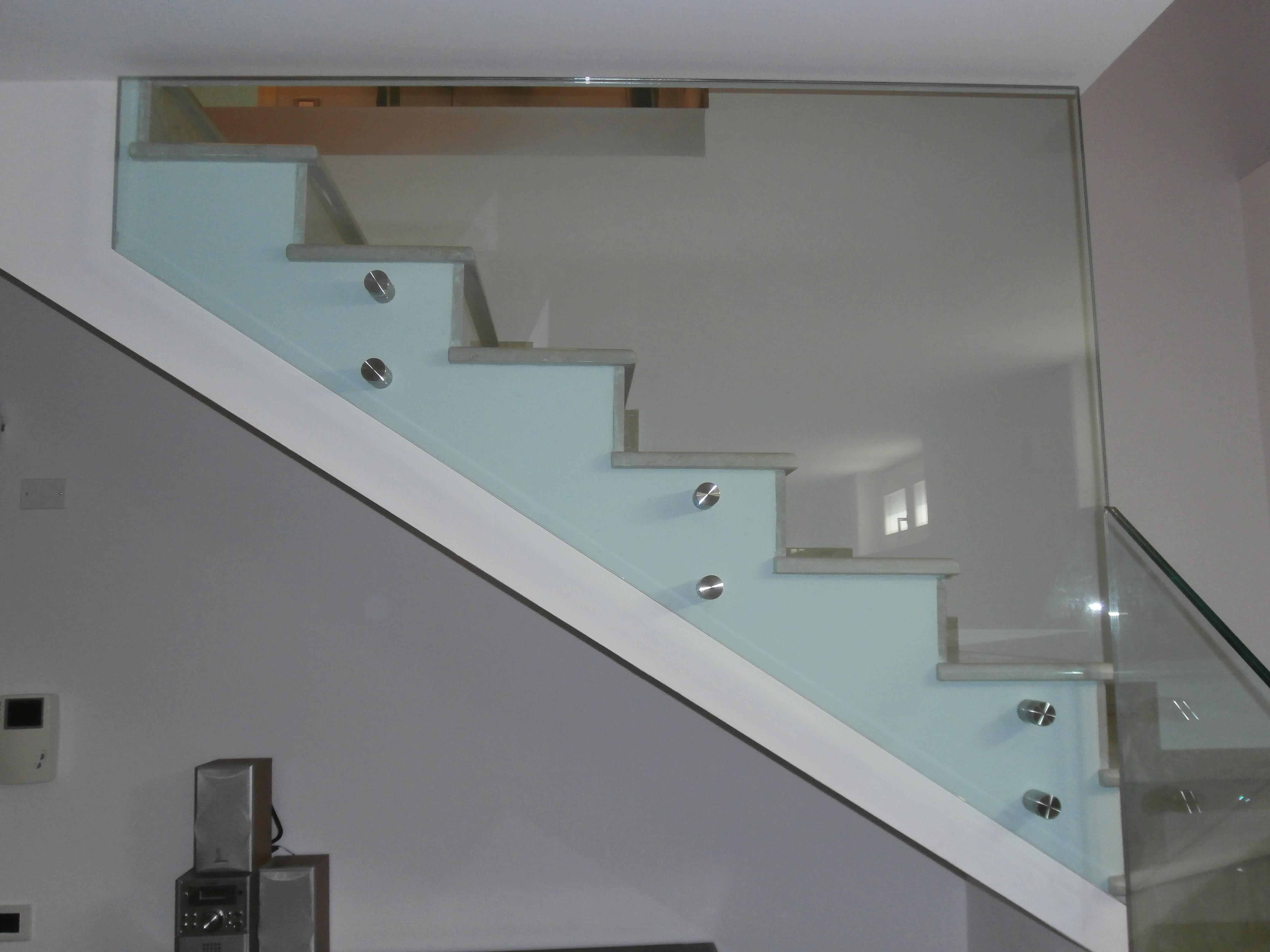 Parapetti in vetro bergamo brescia milano - Parapetti scale in vetro ...