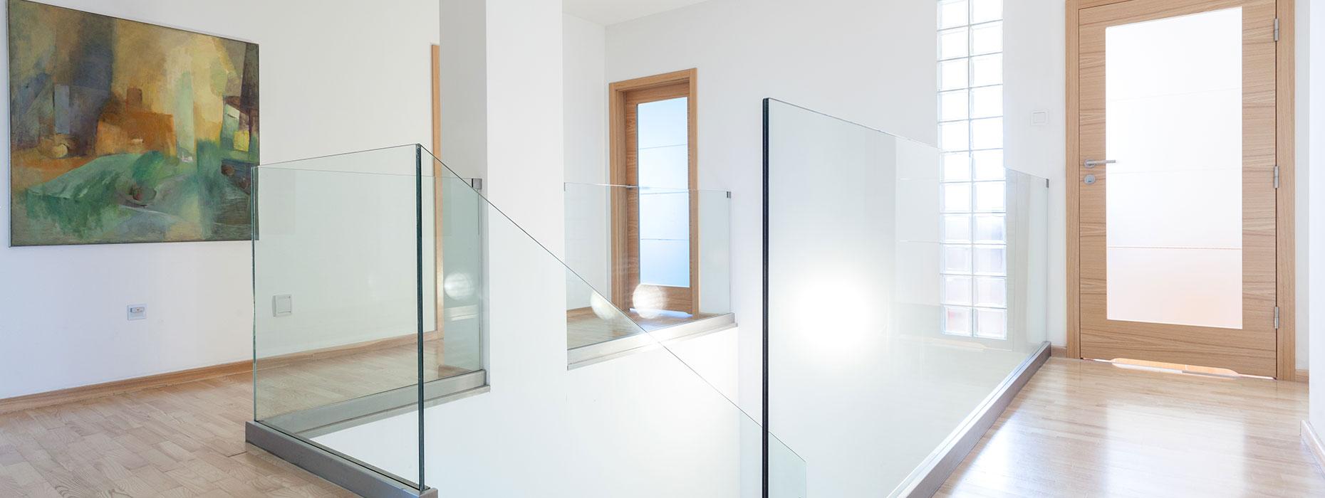 Pavimenti In Vetro Per Esterni parapetti in vetro - produzione e posa di parapetti in vetro