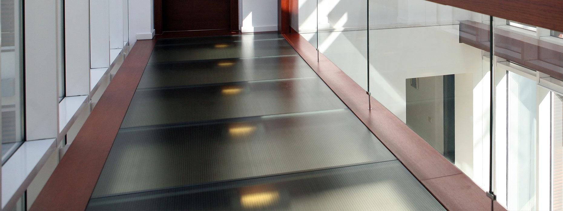 progettazione pavimenti in vetro