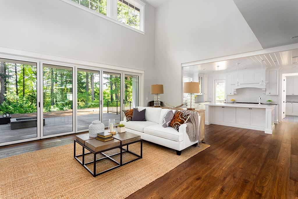 Vetro per interni: porte, pareti, scale di design e stile