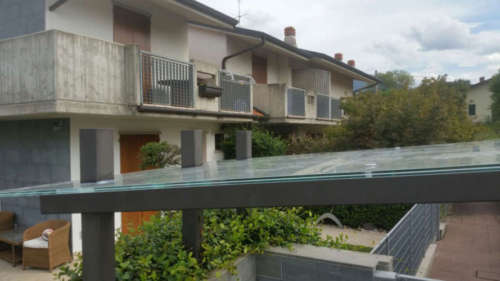 pensilina in vetro a Bergamo
