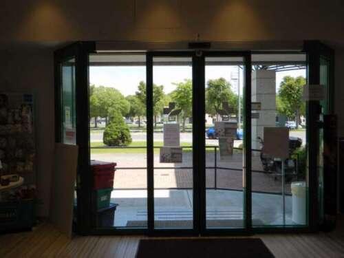porte automatiche in vetro per interni moderne